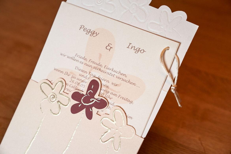 Hochzeitseinladungskarte in creme und rosé © Hochzeitsfotograf - Celle www.hochzeitsverliebt.de