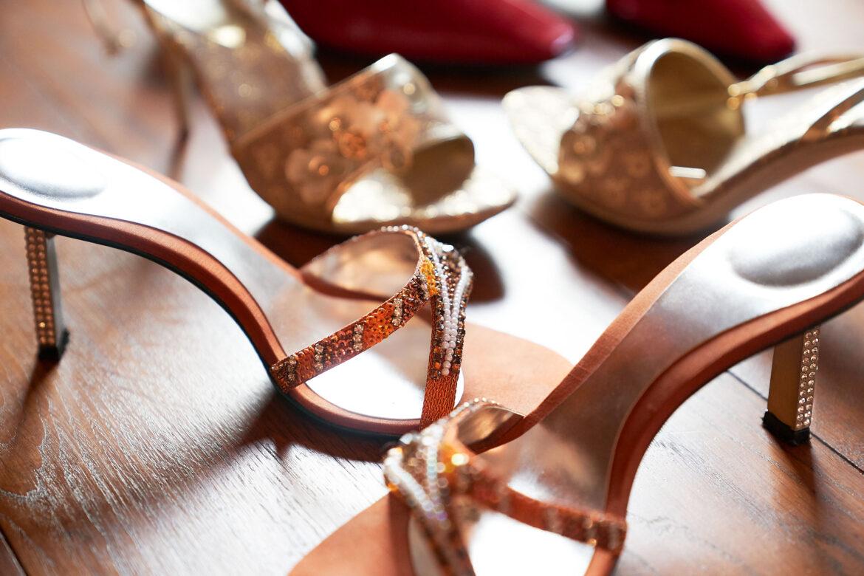 Brautschuhe in bunten Farben - Celler Innenstadt © Hochzeitsfotograf www.hochzeitsverliebt.de