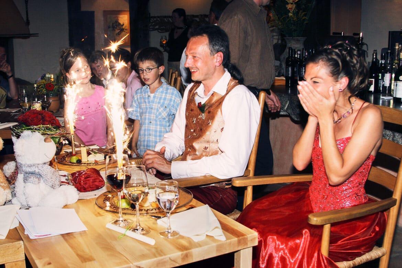 Funkelndes Dessert bei Hochzeitsfeier - Wildland Natural Resort Wietze © Hochzeitsfotograf www.hochzeitsverliebt.de