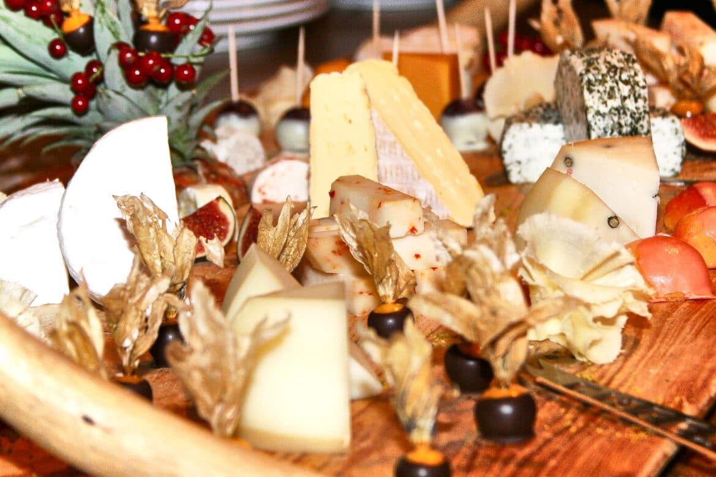 Käsearrangement bei Hochzeit - Wildland Natural Resort Wietze © Hochzeitsfotograf www.hochzeitsverliebt.de
