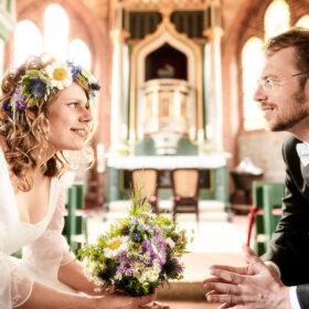 Hochzeitspaar zueinander gewandt in der Kirche - Müden Örtze © Hochzeitsfotograf Photo Professional Misiak